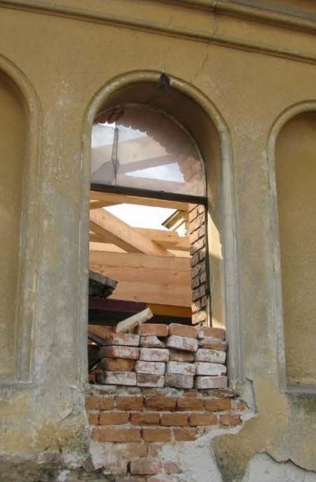 12 okno 8 - veža interiér