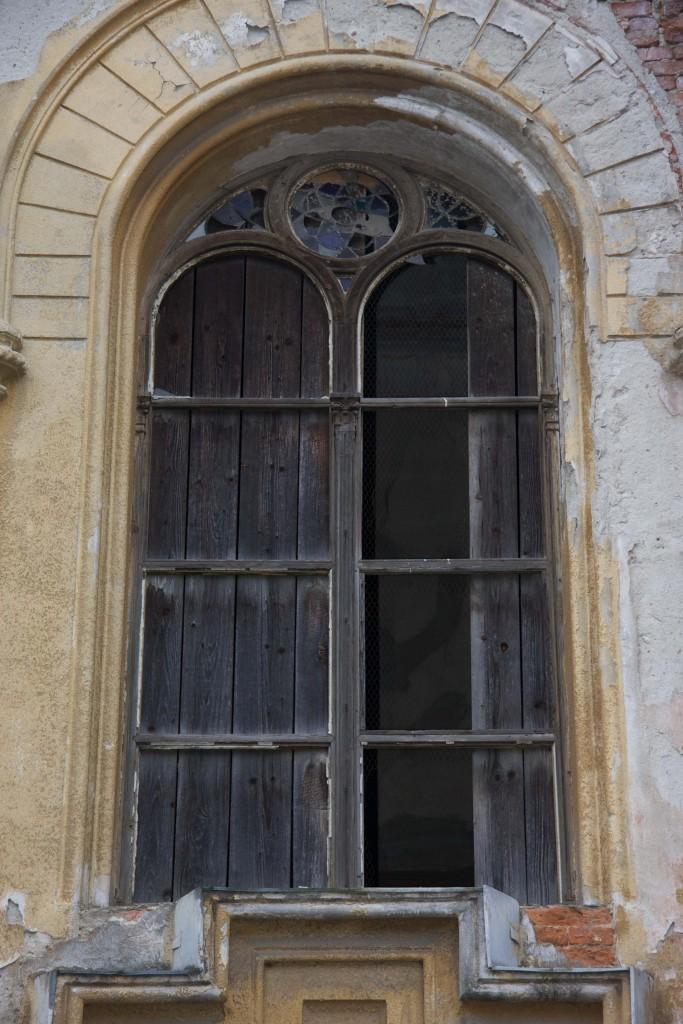 okno 4 - sv schodisko nad portálom
