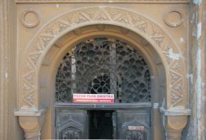 Štuková výzdoba hlavného portálu.