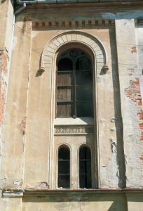 Prvý okenný otvor v juhozápadnej stene hlavnej siene.
