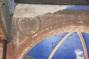 Pôvodná maliarska výmaľba na juhovýchodnej stene hlavnej siene. Výmaľba je silne znečistená, zvetraná a odpadáva.