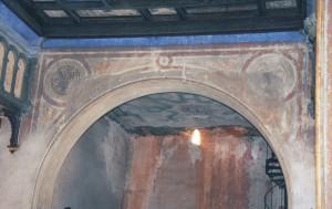 Výmaľba severozápadnej steny hlavnej siene je identická s výmaľbou juhovýchodnej steny hlavnej siene.
